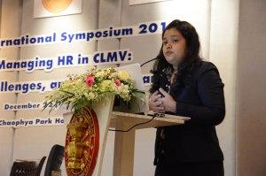 Tun Min Sander presents at the HRI symposium