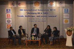 Tun Min Sanderparticipates in the panel discussion at the HRI symposium