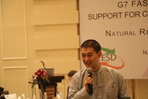 Min Zar Ni, Senior Technical and Policy Analyst, MEITI Secretariat (CESD) presenting at the workshop